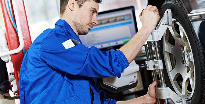 Hjulinställning är en exakt uppmätning och justering av hjulvinklarna på din bil