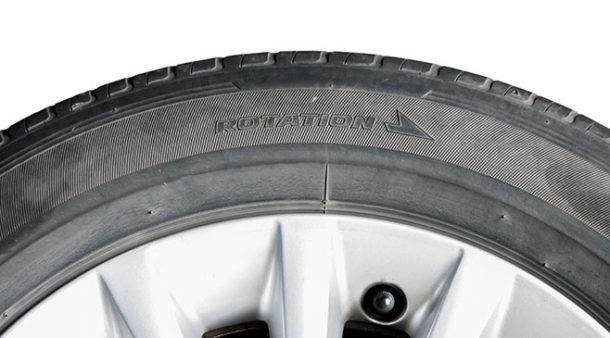 Montera däcken i rätt rotationsriktning