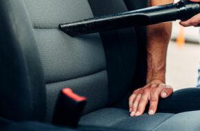 En invändig biltvätt nu och då gör bilen trevligare att resa i men höjer också andrahandsvärdet på din bil.